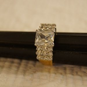Jewelry - Gold Tone Statement Ring Size 9